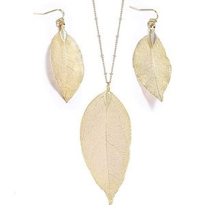 Jewelry - Set Of Earings & Necklace 14K Gold Tone Jewelry